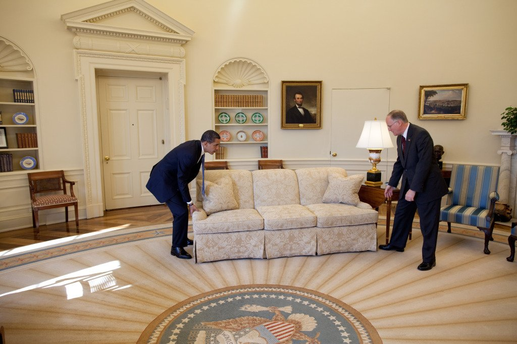 Movingcompany, U.Santini moving and storage, Barack Obema moving a couch in the oval office,,