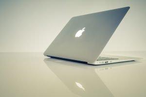 An mac laptop