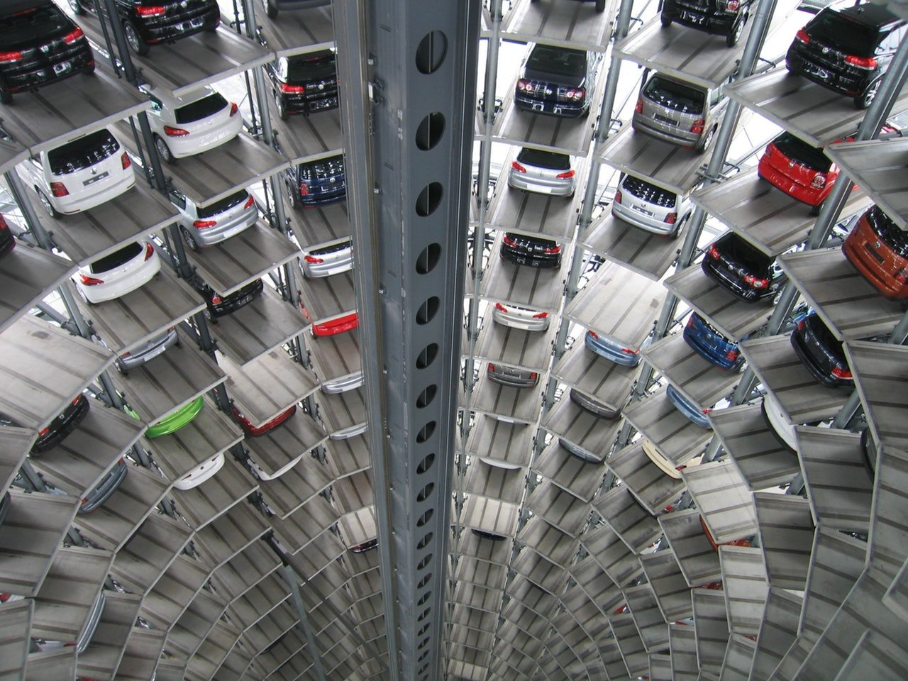 How to store a car in a storage unit