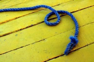 A blue rope on yellow boards