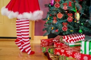 Before you are about to store your holiday decoration and your Christmas tree protect those items properly