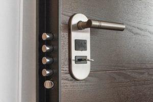 door-handle-key