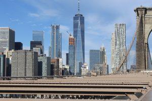 a manhattan over the brooklyn bridge
