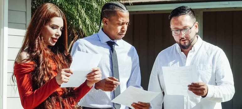 you must know that there are risks of hiring moving brokers