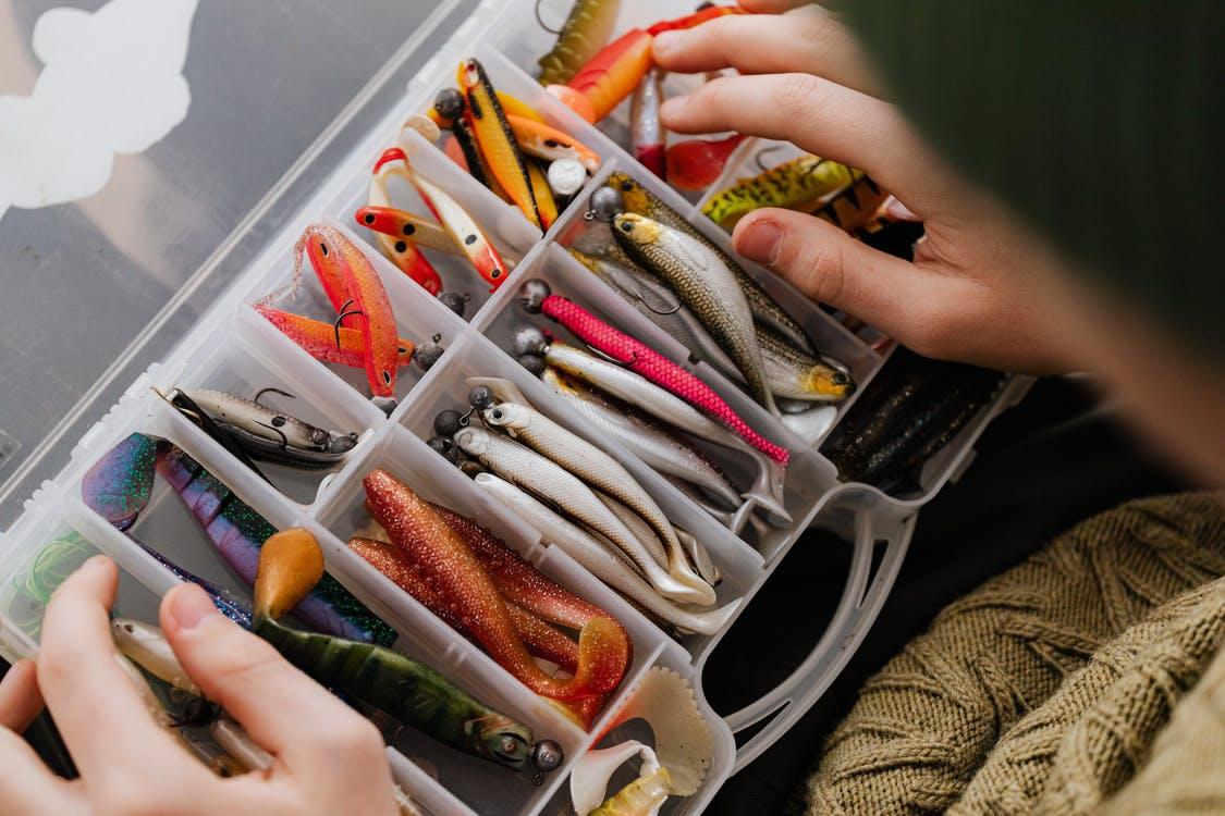 Guide for storing fishing equipment