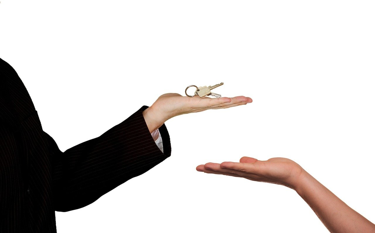 Things to ask your landlord before renting an apartment