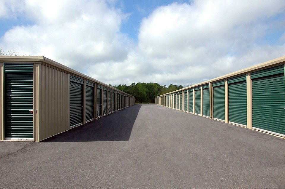Clean road is one of the signs of reputable storage facilities